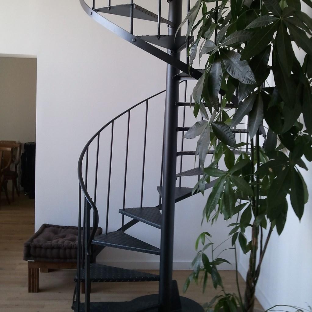 Amenagement escalier interieur maison maison moderne - Poser un escalier en colimacon ...